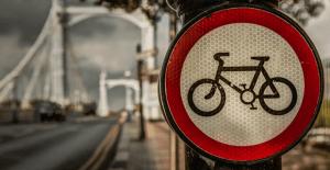 Cycling around HGVs